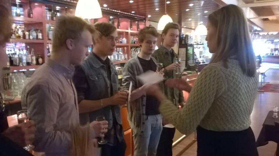 Sukuseuran varapuheenjohtaja Terhi Pirilä-Porvali onnitteli Softengineä Euroviisuihin pääsemisestä ja toivotti tsemppiä Kööpenhaminaan.