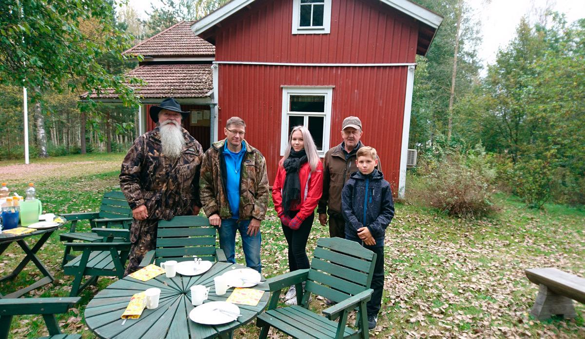Vasemmalta: Timo Kangasniemi, Martti Puska, Viola, Markku Koivula ja Lenni. Kuva: Marju Wiertola.